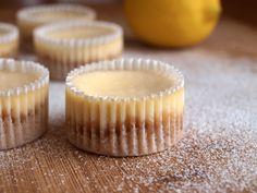 Další z dezertů ideálních na party nebo oslavy jsou minicheesecaky. Vynikající málé dortíčky ze sušenkového korpusu a hladkého ricottového krému s příchutí citronu. Název získal cheesecake na základě hlavní své ingredience, kterou je čerstvý sýr. V tomto případě je to ricotta, což je italský sýr vyráběný ze syrovátky kravského, ovčího či kozího mléka. Na 14ks…