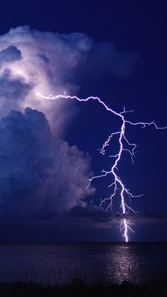 ✯ lightening strikes