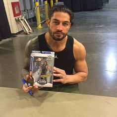 Roman Reigns SIGNED Elite Series 33 Figure! #RomanReigns #RomanEmpire