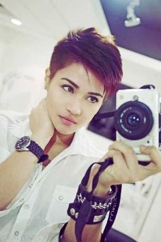 Looking for the best half shaved pixie cuts? We have rounded up the images of 40 Half Shaved Pixie Cut that you will love! Pixie cuts are in trends lately. Short Hairstyles 2015, Pixie Hairstyles, Pixie Haircut, Cool Hairstyles, Shaved Pixie Cut, Shaved Hair, Short Hair Cuts, Short Hair Styles, Pixie Cuts