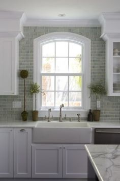 I like the tile all the way to the ceiling, I want to do this behind the shelves I'm making