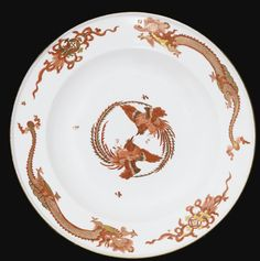 A MEISSEN PORCELAIN PLATE FROM RED DRAGON SERVICE, CIRCA 1735-1740
