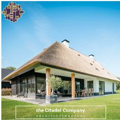 EEN LANDELIJKE MAAR MODERNE VILLA via: www.thecitadelcompany.com/contact #thecitadelcompany #modernevilla #landelijkevilla #landelijkwonen #architecture #architectuur #architectenbureau