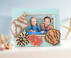 If your summer fun includes a beach vacation, this Perler seashell frame is perfect to show off a special photo. Makes a great gift for a grandparent, too!