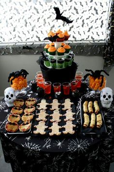 Halloween party ideas - Halloween kids party ideas for cute kids . - Halloween Party Ideas – Halloween kids party ideas for cute kids Halloween ideas of food - Halloween Desserts, Halloween Kids Party, Hallowen Food, Postres Halloween, Soirée Halloween, Halloween Cupcakes, Halloween Pizza, Halloween Food Ideas For Kids, Halloween Dessert Table