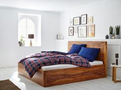 """Bett """"Dehli"""" aus Holz von Massivum"""