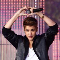 """Justin Bieber: """"Fui un accidente, pero me encanta tener una mamá joven"""" - impre.com"""