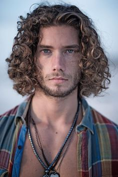 Long Curly Hair Men, Undercut Long Hair, Boys With Curly Hair, Curly Hair Cuts, Wavy Hair, Curly Hair Styles, Trendy Mens Hairstyles, Black Men Hairstyles, Boys Long Hairstyles