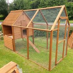 The Canterbury is a brilliant self contained coop and run, which can hold up to 5 hens. Perfect for those looking for a few hens in the back garden with limited space. It is a well designed and built coop, Made from European timber. Walk In Chicken Coop, Backyard Chicken Coop Plans, Chicken Coop Pallets, Building A Chicken Coop, Chickens Backyard, Small Chicken Coops, Chicken Pen, Chicken Coup, Mobile Chicken Coop