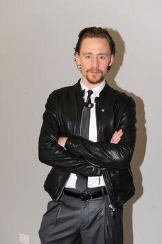 Tom Hiddleston attends the Emporio Armani show at Milan Fashion Week Menswear Autumn/Winter 2012 on January 15, 2012 [HQ] Courtesy of Karo [Torrilla]