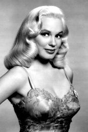 Mamie Van Doren and her beautiful hair Lingerie Vintage, Vintage Glamour, Vintage Beauty, Old Hollywood Glamour, Vintage Hollywood, Classic Hollywood, Mamie Van Doren, Good Girl, Up Girl