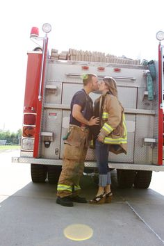 Oh I wanna do this! Firefighter Pregnancy Announcement, Pregnancy Announcement Photography, Firefighter Family, Baby Announcement Pictures, Firefighter Pictures, Maternity Photography, Baby Bump Photos, Newborn Pictures, Pregnancy Photos