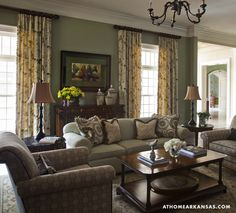Design by Kaki Hockersmith | Photography by Nancy Nolan | At Home in Arkansas Magazine | www.athomearkansas.com #elegantliving #traditionalstyle #livingroom