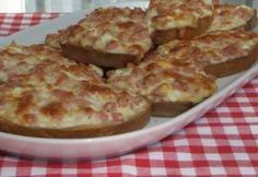 Melegszendvicskrém Croatian Recipes, Hungarian Recipes, Quiche Muffins, Bread Display, Baked Goods, Macaroni And Cheese, Hamburger, Sandwiches, Brunch