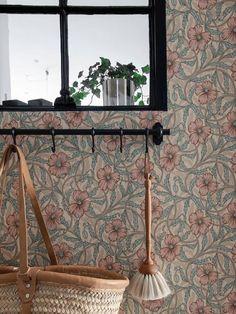 Vintage Industrial Furniture, Industrial Table, Industrial Kitchens, Pipe Furniture, Furniture Design, Cottage Wallpaper, Exposed Brick Walls, Pipe Lamp, Space Saving Furniture