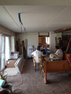 11. Juli 2015 - Das Gipser-Team hat sich zum Restaurant vorgearbeitet. Die Decke ist neu eingekleidet.