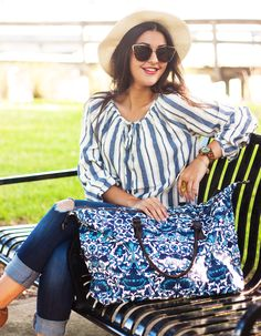 vintage-top-with-jeans-and-printed-bag