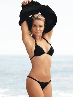 Sexy Hot and Spice Photos of Celebrities: Cameron Diaz's Sexy Photos Sexy Bikini, Bikini Girls, Beautiful Celebrities, Beautiful Actresses, Beautiful Women, Sexy Older Women, Sexy Women, Cameron Diaz Hair, Cameron Dias