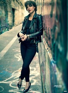 Lzzy Hale ✾ of Halestorm Young Vic, Tony Perry, Lzzy Hale, Mayday Parade Lyrics, Alan Ashby, The Amity Affliction, Women Of Rock, Halestorm, Celebrity Travel
