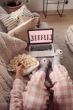 Uploaded by Victoria ♛. Find images and videos about food, chill and netflix on We Heart It - the app to get lost in what you love.
