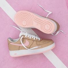 Sneakers women - Nike Air Force 1 (©highsnobiety)
