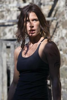 Still of Rhona Mitra in Doomsday (2008) http://www.movpins.com/dHQwNDgzNjA3/doomsday-(2008)/still-280335872