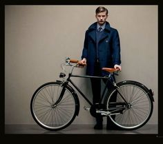Autumnal Classic–Italian label Canali enlists American model RJ King for a look at their fall/winter 2012 collection. Rj King, Urban Fashion, Mens Fashion, Bike Fashion, Fraternity Collection, Retro Bike, Le Male, Bike Style, Gentleman Style