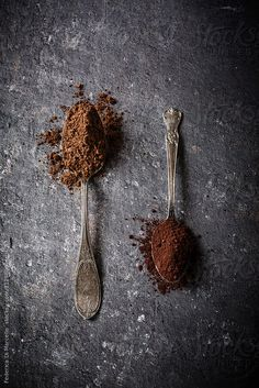 Natural and Dutch-processed cocoa on dark background