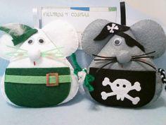 Thar be Captain Smalls! Or is that Pellets? Mouse Crafts, Felt Crafts, Fabric Animals, Felt Animals, Crafts For Kids, Arts And Crafts, Felt Mouse, Felt Christmas Ornaments, Felt Patterns