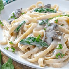 This Creamy Garlic Parmesan Fettuccine Alfredo recipe is a delicious, easy meal. Add mushooms, spinach and grilled chicken to make it a meal! Fettuccine Recipes, Chicken Fettuccine, Fettuccine Alfredo, Pasta Recipes, Cooking Recipes, Alfredo Chicken, Spinach Alfredo, Creamy Spinach, Dinner Dishes