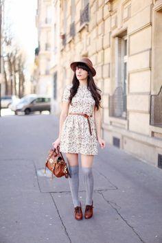 Qué fácil es hacer que un vestido tan soso se vea tan increible si tienes un bolso de Mulberry y unos zapatos de Chloé !