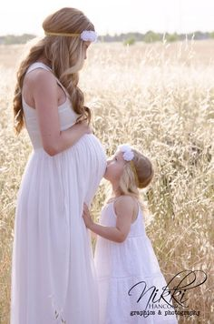 Mother and Daughter | Maternity Photo & Pregnancy Announcement Ideas