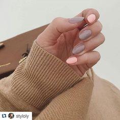 Mix lata i jesieni czyli połączenie delikatnej brzoskwini i szarości  @styloly ・・・ peach&grey✔nr 130 i 140@manipediinstytut #ilovesemilac #newnails #nails #manicure #semilac #littlestone #sleepingbeauty