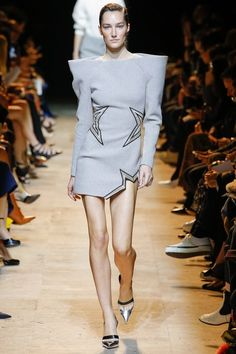 Mugler Fall 2017 Ready-to-Wear Collection Photos - Vogue Fashion Week, Fashion 2017, Runway Fashion, Fashion Brands, High Fashion, Fashion Show, Fashion Fall, Daily Fashion, Paris Fashion