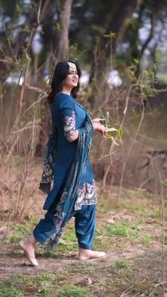 Punjabi Suits Party Wear, Party Wear Indian Dresses, Indian Fashion Dresses, Embroidery Suits Punjabi, Embroidery Suits Design, Embroidery Designs, Designer Suits For Wedding, Wedding Suits, Patiala Suit