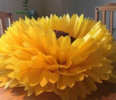 Giant paper sunflower, perfect for rustic wedding decor, sunflower themed events and photo backgrounds Sunflower Wedding Decorations, Sunflower Party, Sunflower Baby Showers, Bridal Shower Decorations, Paper Sunflowers, Giant Paper Flowers, Paper Roses, Diy Flowers, Sunflower Burlap Wreaths