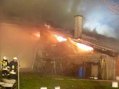 Wohnhaus mit 5 Wohnungen brennt fast vollständig aus http://www.feuerwehrleben.de/wohnhaus-mit-5-wohnungen-brennt-fasst-vollstaendig-aus/ #feuerwehr #firefighter