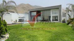 venta de exclusiva casa moderna y nueva de AT.1023m2, AC.748m2, 2 salas, 2 estar, 6 dormitorios, 8 baños, sala de cine, sala de juegos, minidepartamento, amplio jardín y piscina