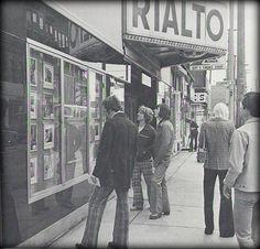 Rialto Theatre, 1974 on Bank Street near Gladstone Avenue Vintage Movie Theater, Vintage Movies, Capital Of Canada, Capital City, Rialto Theater, Old Photos, Vintage Photos, Smoke Shops, Prince Edward Island