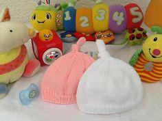 Lot deux bonnrets laine tricot layette cadeau naissance