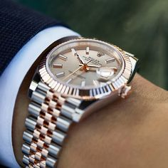 The classic watch of reference. The Rolex Datejust 41 in Oystersteel and 18 ct Everose gold, 41 mm case, Sundust dial, Jubilee bracelet. Rolex Watches For Men, Best Watches For Men, Fossil Watches, Luxury Watches For Men, Cool Watches, Panerai Watches, Men's Watches, Vintage Rolex, Vintage Watches