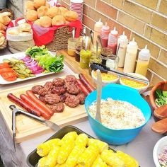 Steps to Creating a Delicious DIY Burger Bar Try a Build-Your-Own Burger Bar at your next family cookout for easy entertianing!Try a Build-Your-Own Burger Bar at your next family cookout for easy entertianing! Summer Bbq, Summer Parties, Summer Picnic, Summer Party Foods, Picnic Parties, Dinner Parties, Picnics, Soirée Bbq, Hamburger Bar