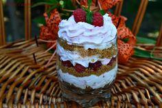 Desert la pahar cu frisca si zmeura - CAIETUL CU RETETE Cheesecake, Deserts, Food And Drink, Postres, Cheesecakes, Dessert, Desserts