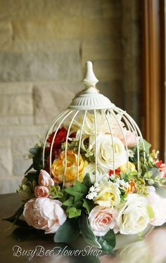 Holiday Centerpieces, Wedding Table Centerpieces, Flower Centerpieces, Table Decorations, Church Decorations, Bridal Table, Simple Centerpieces, Flower Decorations, Bird Cage Centerpiece