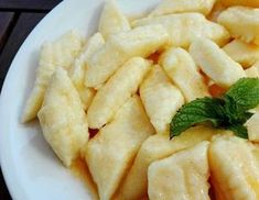 Swojskie jedzonko: Pierogi leniwe-szybki obiad Deli Food, Polish Recipes, Polish Food, Soul Food, Macaroni And Cheese, Food To Make, Food And Drink, Cooking Recipes, Yummy Food