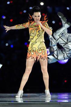 Katy Perry y sus vestidos y joyas en la Super Bowl | Fashion Assistance http://lookandfashion.hola.com/fashionassistance/20150203/katy-perry-y-sus-vestidos-y-joyas-en-la-super-bowl/