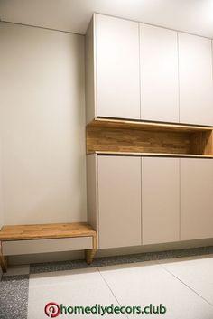 Multiple low cabinets with bench Wardrobe Door Designs, Wardrobe Design Bedroom, Bedroom Furniture Design, Hallway Furniture, Home Room Design, Interior Design Living Room, House Design, Apartment Interior, Apartment Design