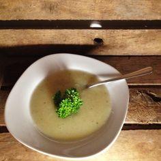 Vegane Spargelsuppe, einfach und schnell zubereitet.