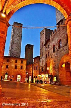 San Gimignano Italy, Mansions, House Styles, Decor, Saints, Italia, Decoration, Fancy Houses, Decorating
