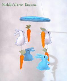Giostrina con coniglietti e carote in feltro. di MielikkisForest